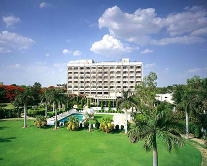 Hotels Near Taj Mahal