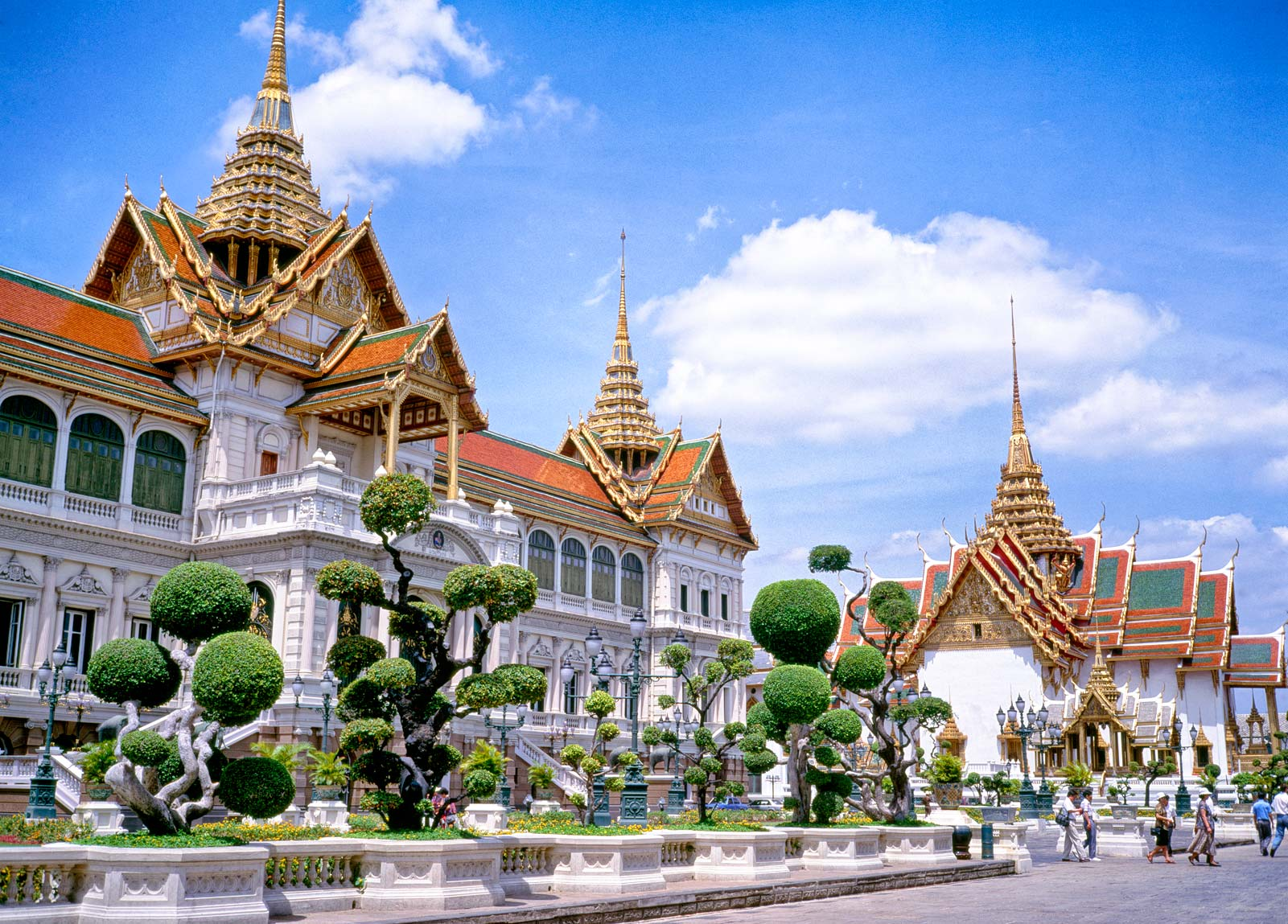Travel to Bangkok: Bangkok Tourism Grand Palace, Wat Prakeaw, Floating Market. Low cost vacation packages.