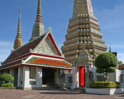 Wat Pho     The Temple of the Reclining BuddhaWat Pho Temple