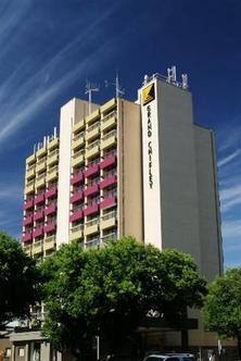 Hotel 208