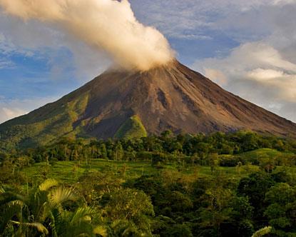 arenal volcano 21 Gunung Api di Indonesia dalam Kondisi Tidak Normal