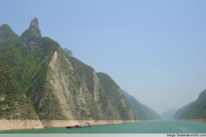 Yangtze Wu Gorge. The Wu Gorge (pictured) is one of the three Yangtze River gorges that can be found in the famed Three Gorges region. This region is also called the Yangtze Gorges region and is best known for its stunning scenery. Three Gorges cruises have been popular for decades on end, and this has everything to do with the beauty of the landscape. More often than not, cruise passengers also have the opportunity to explore cultural sites while making their way down the Yangtze River. Due to the fact that the Three Gorges region stretches for approximately 120 miles, many of the river cruises last more than one day.