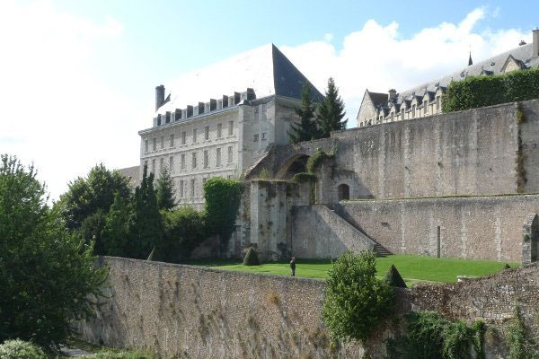 Chartres Hotels & Lodging