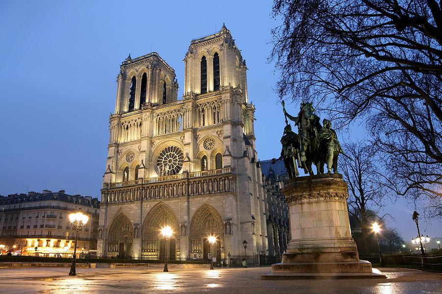 Собор Парижской богоматери - Архитектурный маршрут по Парижу - лучшие архитектурные достопримечательности Парижа с фото, различные архитектурные стили Парижа, путеводитель по городу