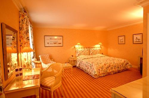 Montaigne Hotel