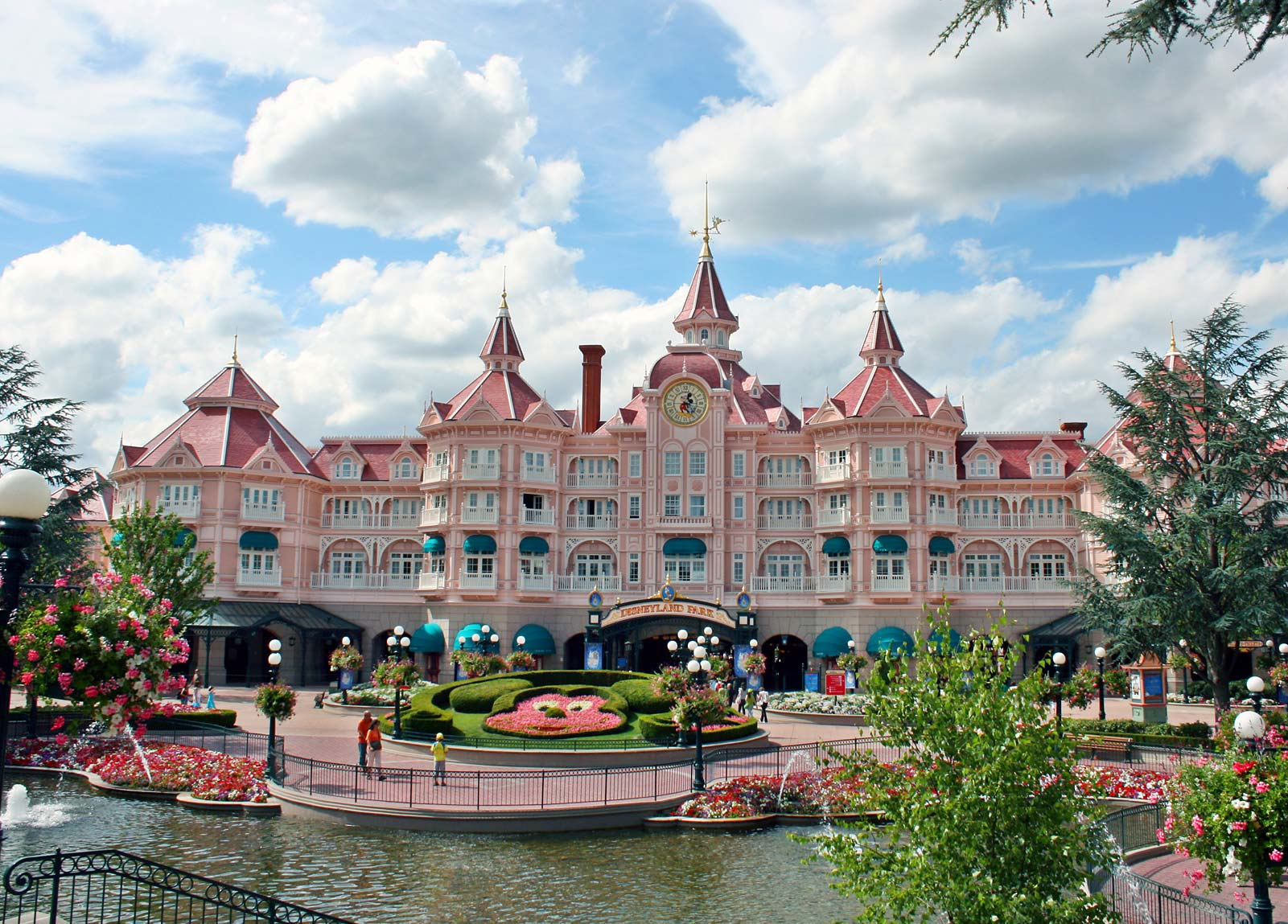 paris disneyland hotels disney hotel in paris euro