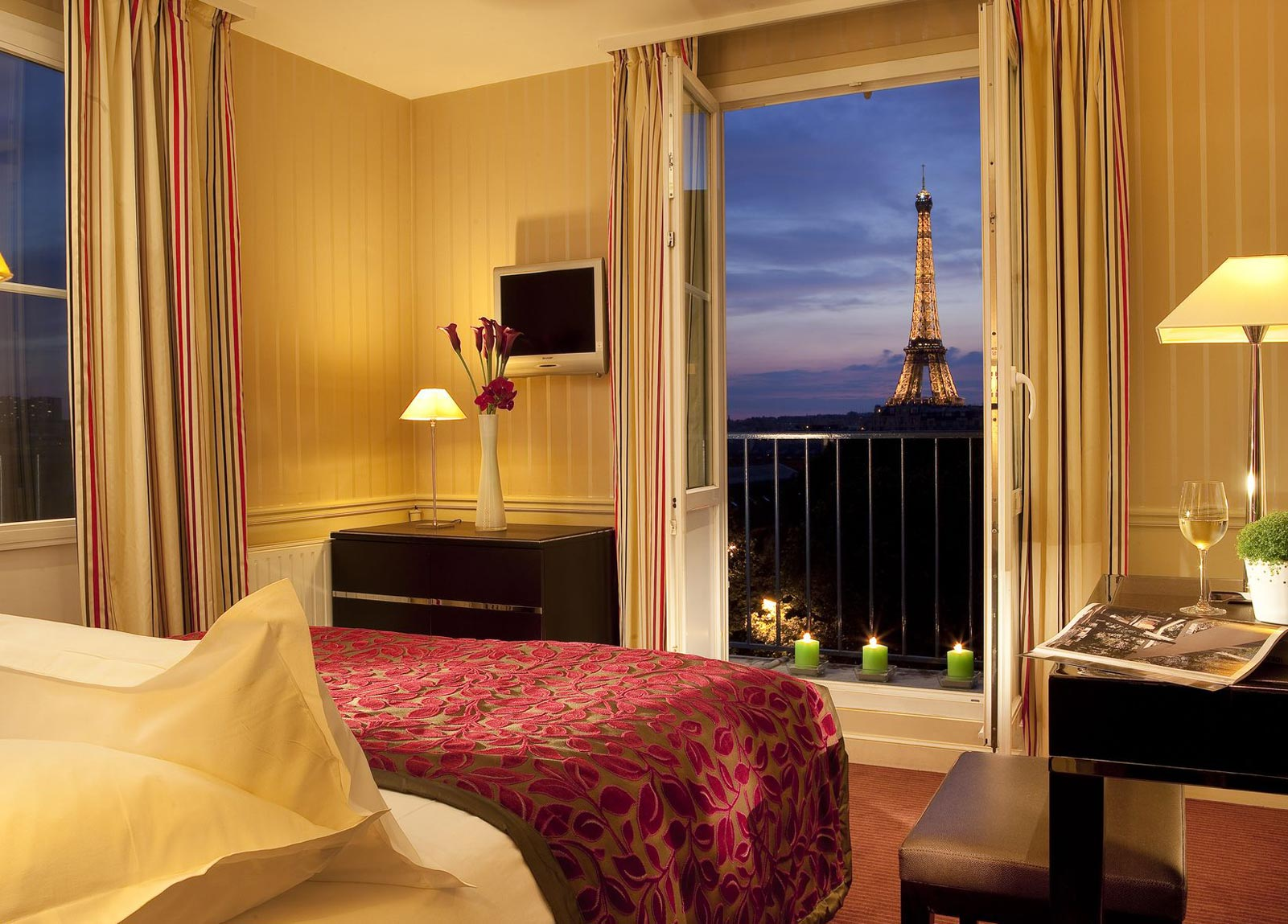 Cheap hotels paris near eiffel tower