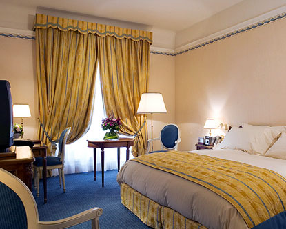 Cheap hotels rooms in paris france near eiffel tower for Hotels by the eiffel tower