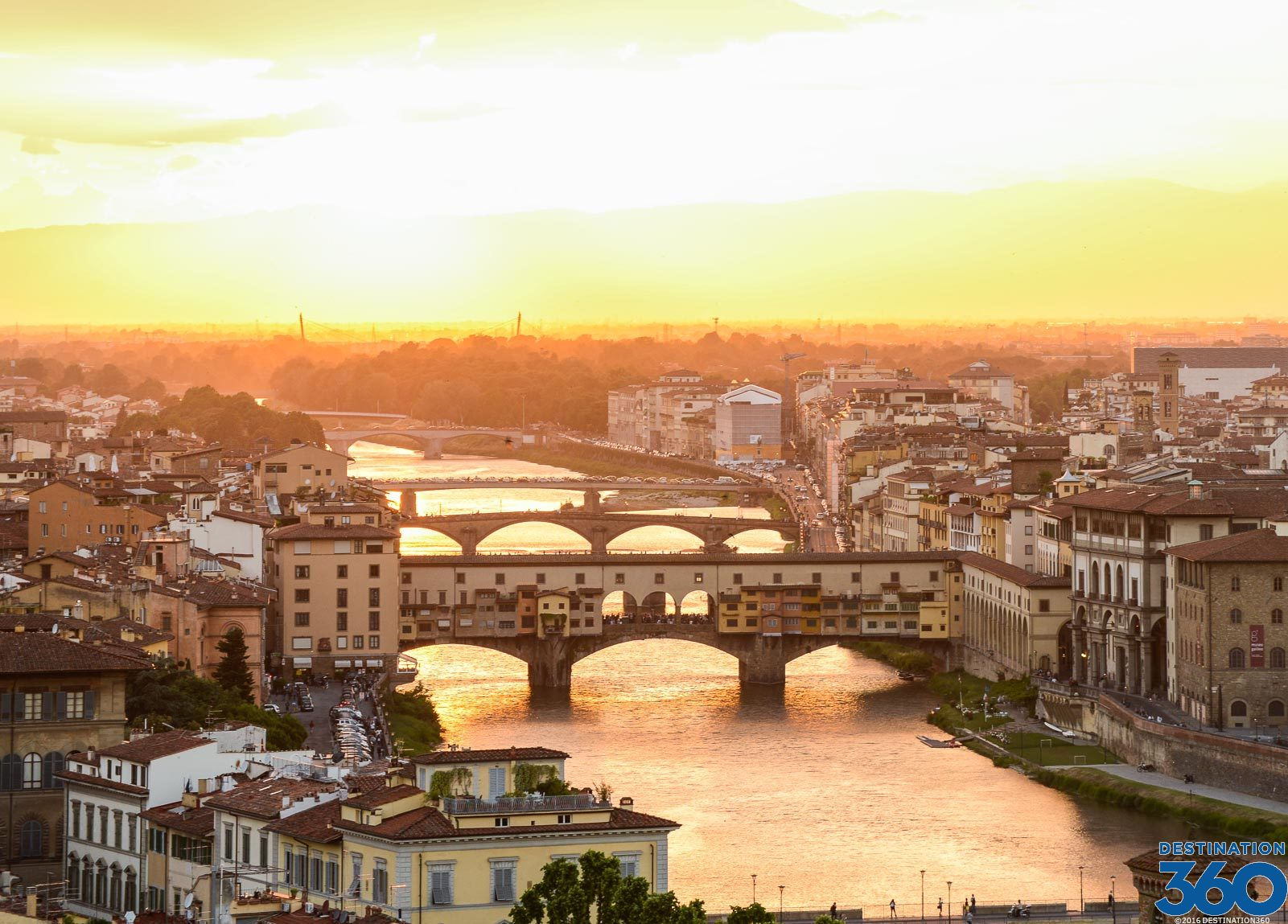 Arno River River Through Florence Bridges Over The