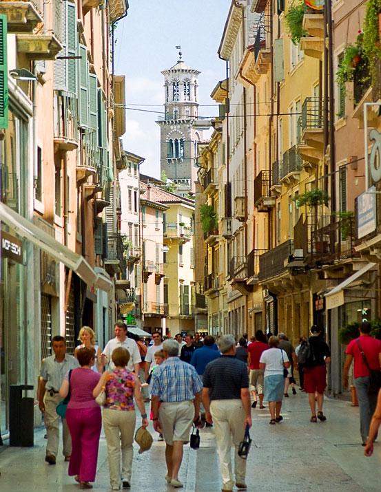 Via Mazzini Verona - Verona Shopping 6ac963c12b8