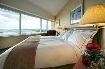 Radisson Hotel And Suites Fallview Niagara Falls Deals