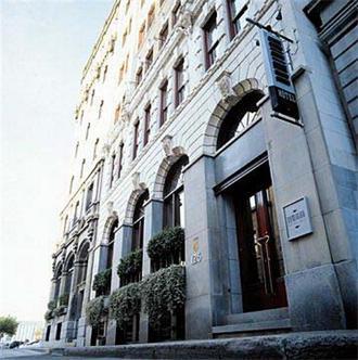 Dominion 1912, Hotel