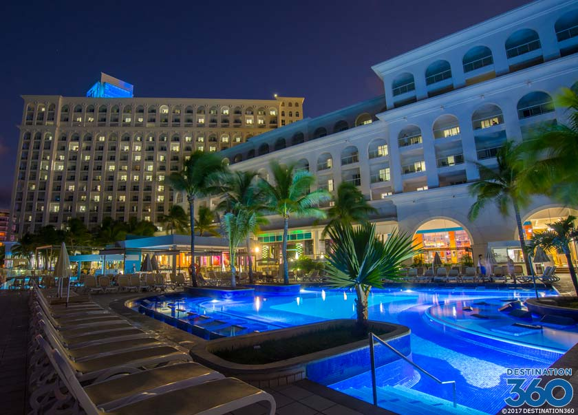 RIU Hotel Cancun Pool