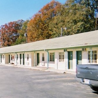 Troutt Motel Benton