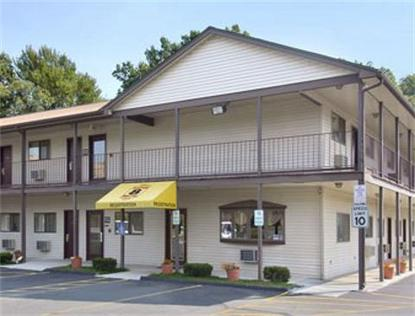 Super 8 Motel   Enfield/Windsor Lks/Airport