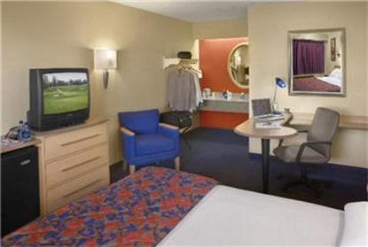 red roof inn gainesville gainesville deals see hotel. Black Bedroom Furniture Sets. Home Design Ideas
