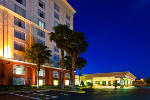 Holiday Inn Hotel & Suites Maingate To Universal Orlando