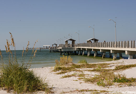 Fort de soto park beaches in fort de soto state park for Fort desoto fishing pier