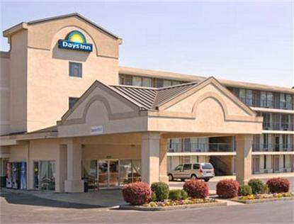 Days Inn Forest Park   4899