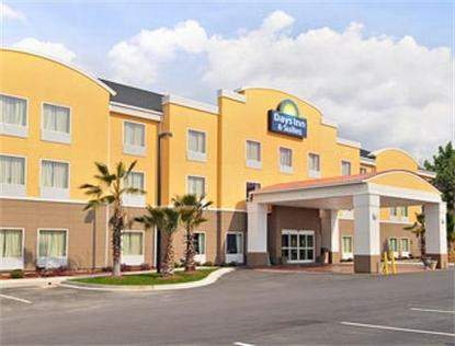 Days Inn & Suites Port Wentworth North Savannah