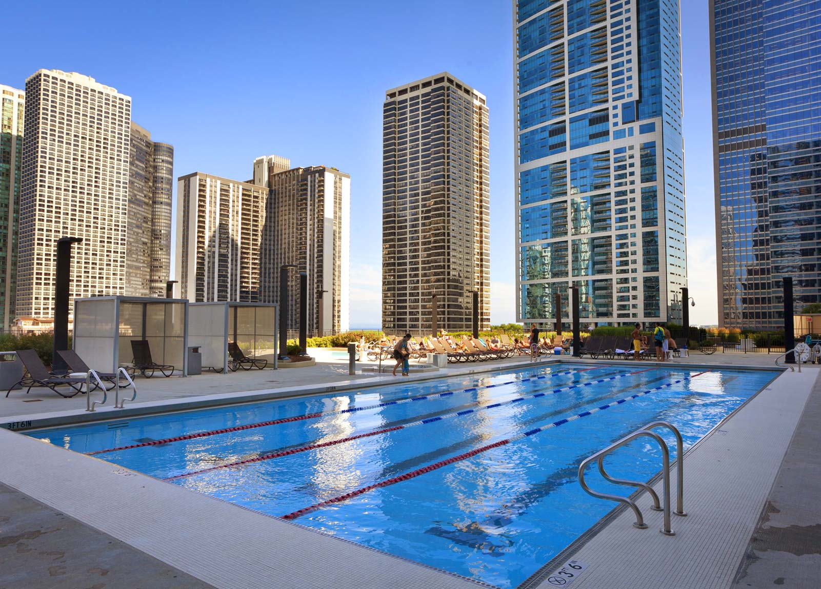 Best hotel pools chicago hotels with pools for Suites in chicago