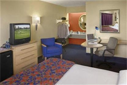 red roof inn chicago lansing lansing deals see hotel. Black Bedroom Furniture Sets. Home Design Ideas