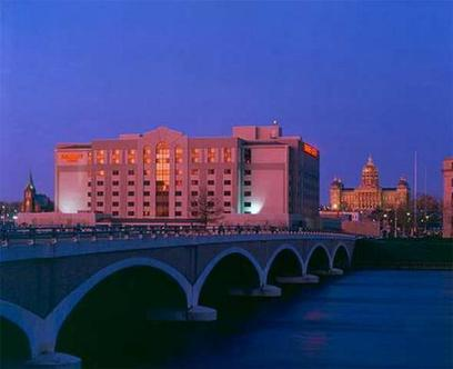Embassy Suites Hotel Des Moines On The River