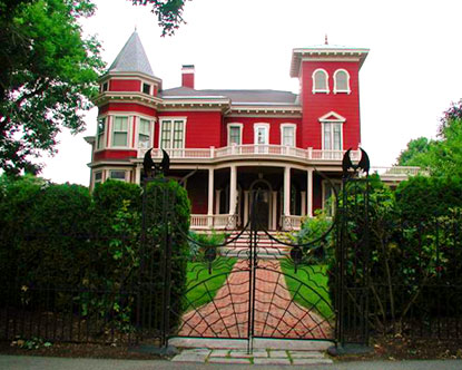 Stephen king news king 39 s house yesterday and today for King s fish house