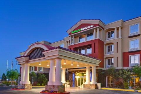 Holiday Inn Express Hotel & Suites Las Vegas I 215 S. Beltway