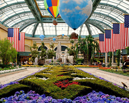 Bellagio conservatory bellagio garden for Garden statues las vegas nv