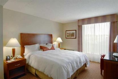 hilton garden inn manchester downtown manchester deals. Black Bedroom Furniture Sets. Home Design Ideas