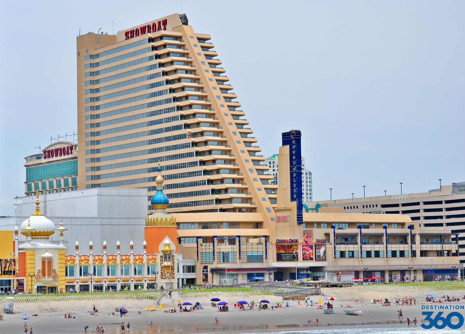 Features: Showboat Atlantic City Casino Hotel boasts its dining, shopping and live entertainment in the House of Blues. Being a dog friendly hotel, dog lovers will surely take every offer this hotel gives.