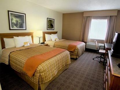 La Quinta Inn & Suites Raleigh Aerial Center Pkwy.