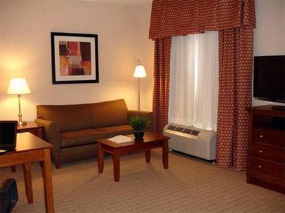 Hampton Inn & Suites Pittsburgh Meadow Lands