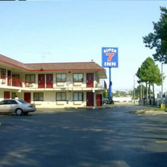 Super 7 Inn Memphis   Graceland