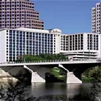 Radisson Hotel And Suites Austin Town Lake
