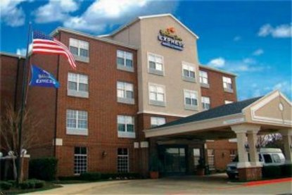 Holiday Inn Express Hotel & Suites Dallas Addison