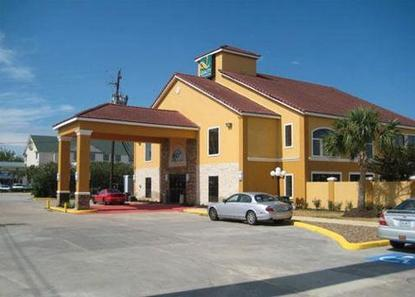 American Inn And Suites Houston Airport
