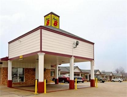 Super 8 Motel   Navasota