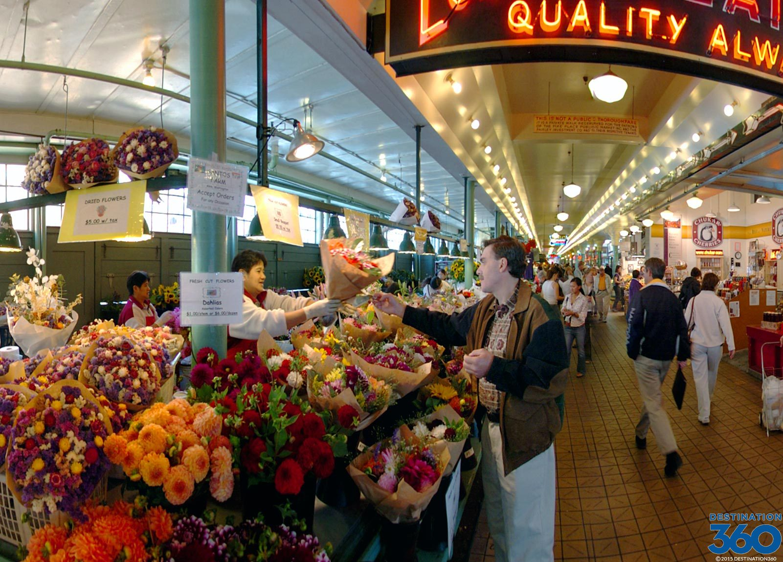 Pike Place Market Flowers Virtual Tour