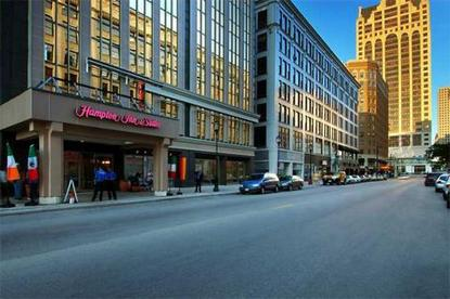 Hampton Inn And Suites Milwaukee Downtown