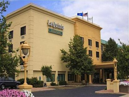 La Quinta Inn & Suites Milwaukee Glendale