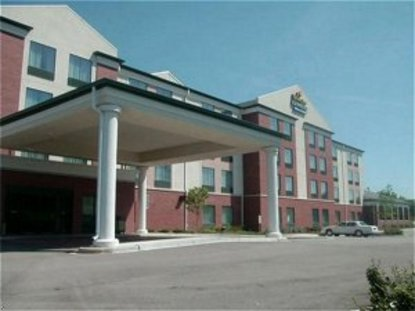 Holiday Inn Express Hotel & Suites Milwaukee New Berlin