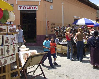 Shopping in ecuador otavalo ecuador market for Bano market faisalabad dresses
