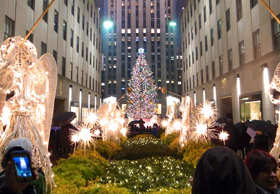 Christmas in new york city pictures to pin on pinterest for Christmas trips to new york